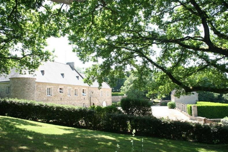 Vannes property outbuildings 10 ha sold