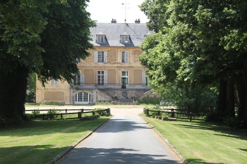 Property with castel 17e c.
