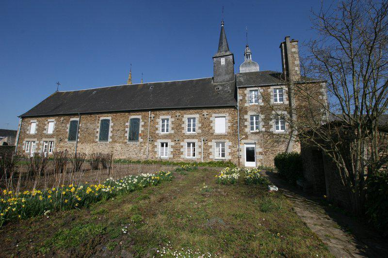 Property outbuildings next Mt-Saint-Michel