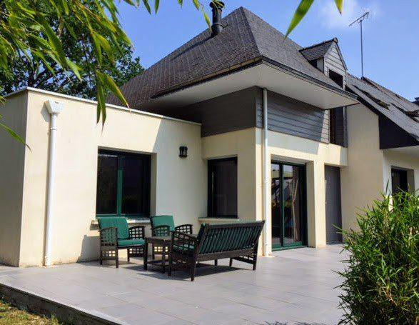Exclusivity 5 bedroom house 600m from the village