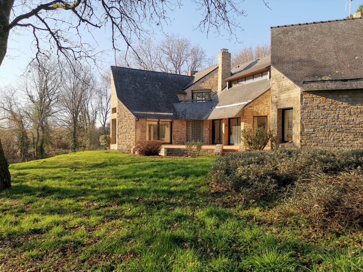 Architect house - Large wooded lot - Le Vincin