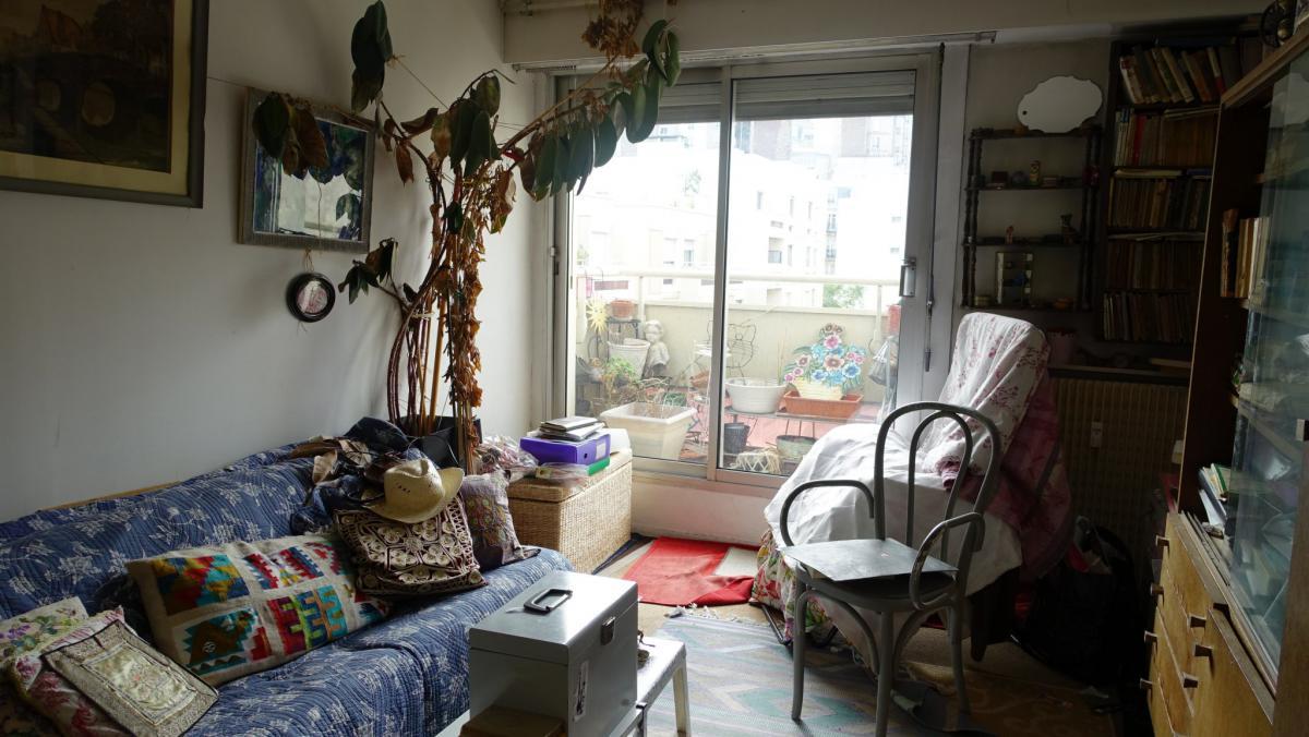 Montmartre appartement traversant à rénover 2 ch cave 7e éta