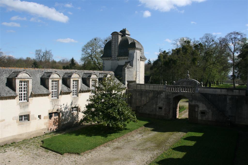Château 17e s. M.H. dépendance et parc VENDU