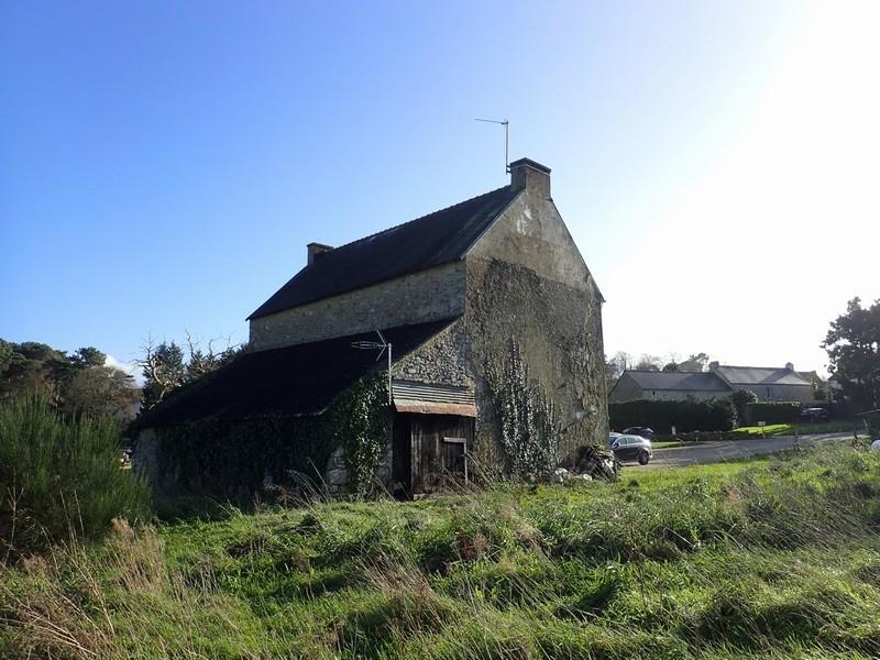 Maison ancienne à rénover et grand terrain - VENDU