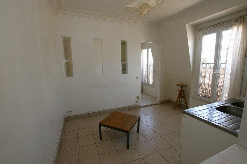 Appartement T2 lumineux à rénover Quai de Valmy