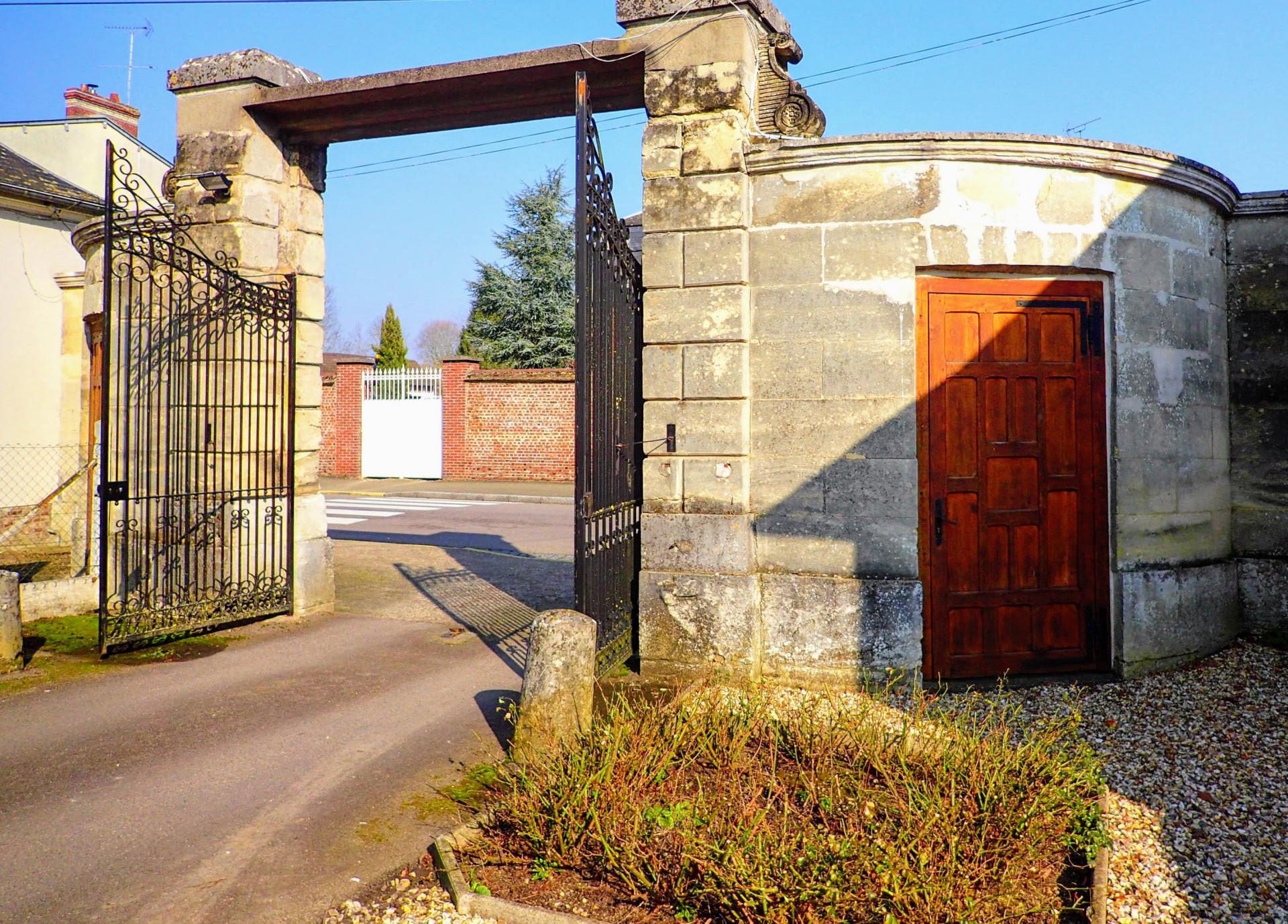 Propriété château 17e s. et dépendances 2,8Ha