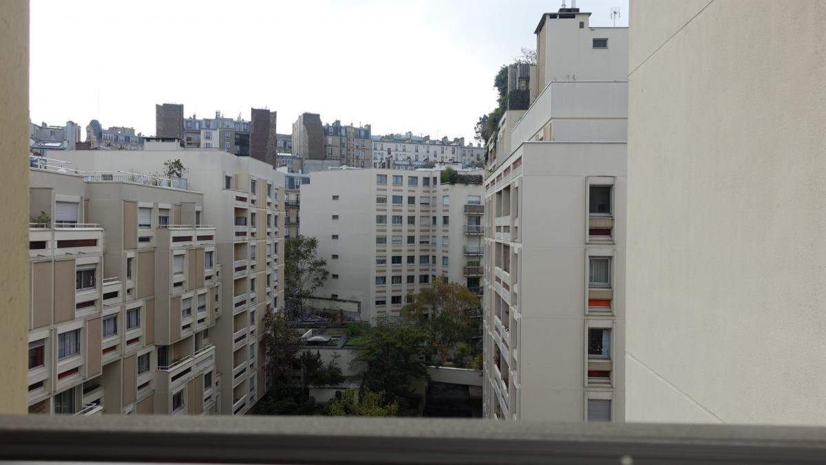 Montmartre appartement à rénover 2 ch cave 7e étage