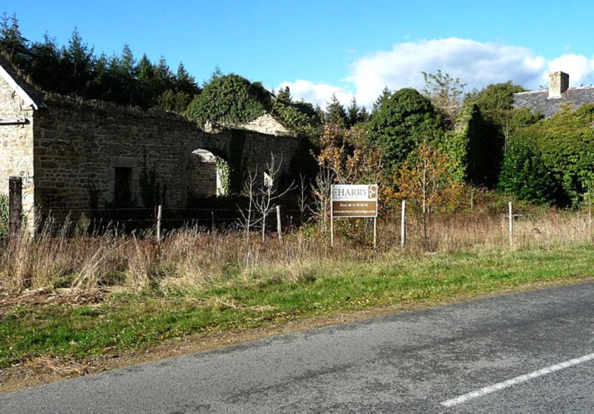 Ensemble de maisons anciennes formant hameau sur 1,3Ha