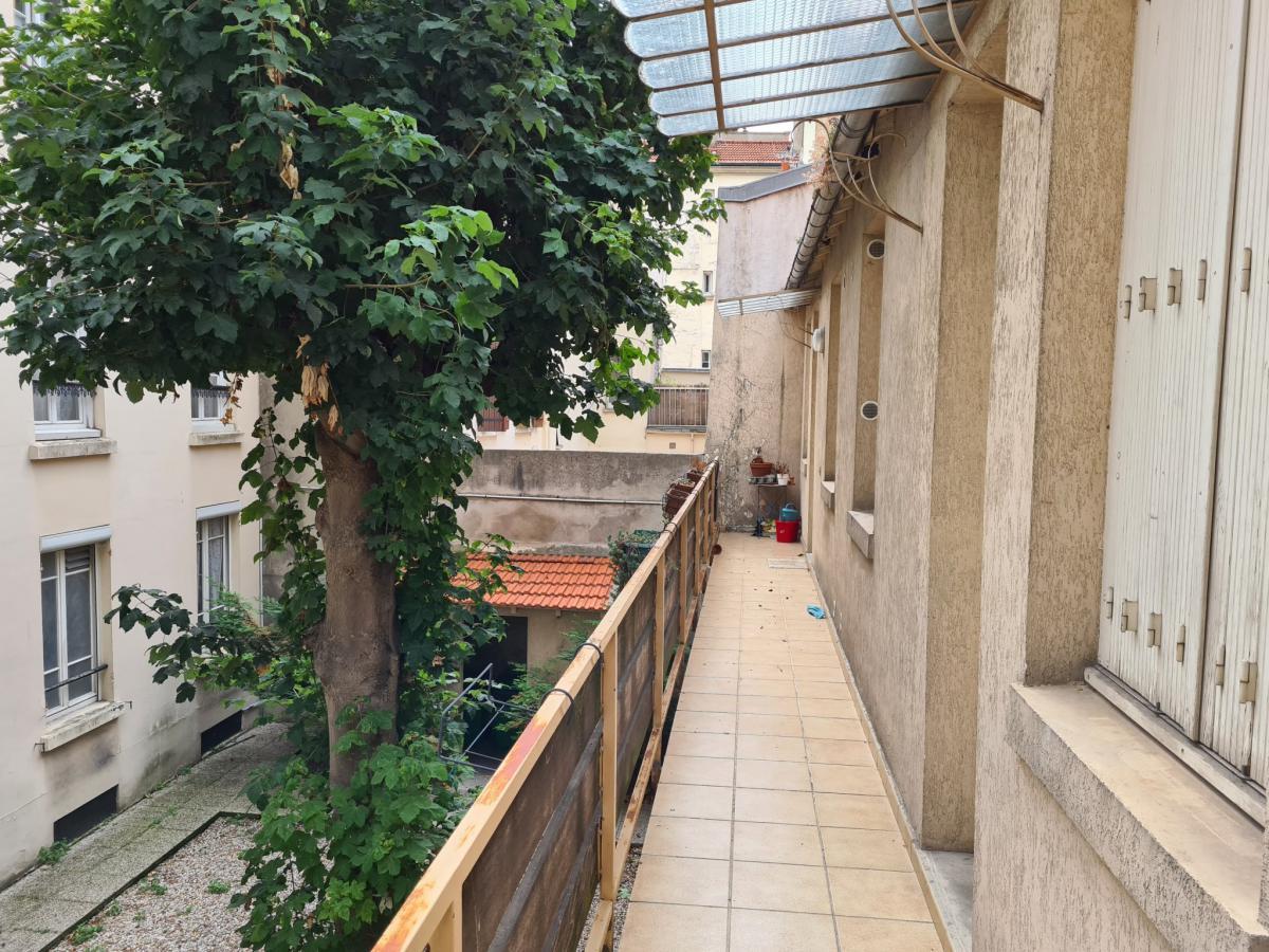Pernéty Studio à rénover 1er étage sur cour