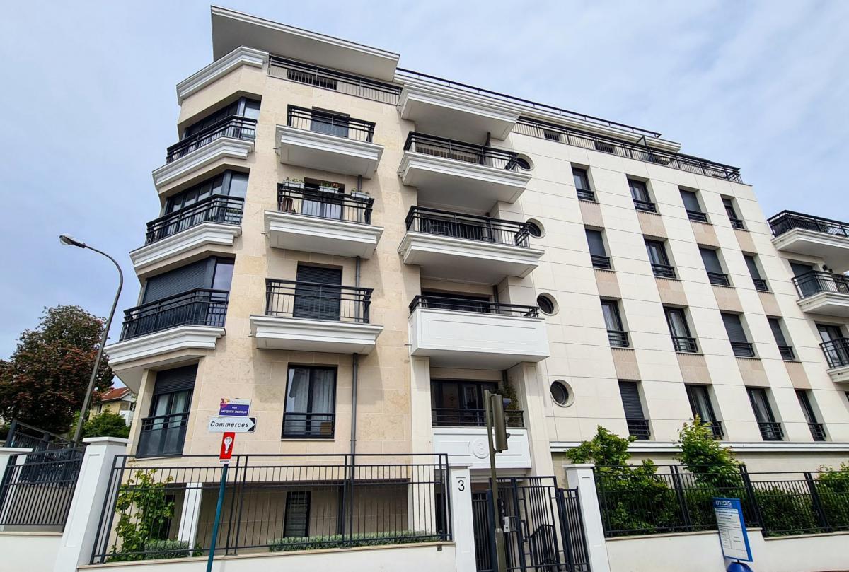 Vue Tour Eiffel appartement 2 ch garage